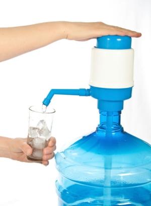 механическая помпа для бутилированной воды