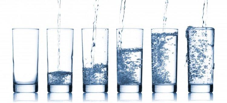 Количество воды, необходимое человеку в день