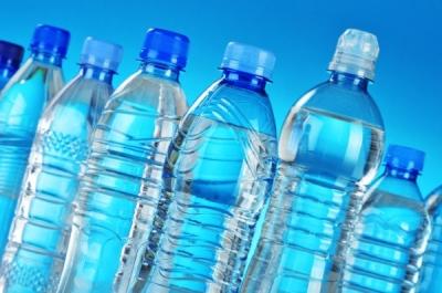 Вода без бренда для выпуска под собственной торговой маркой